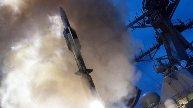 إطلاق صاروخ إس- إم 6