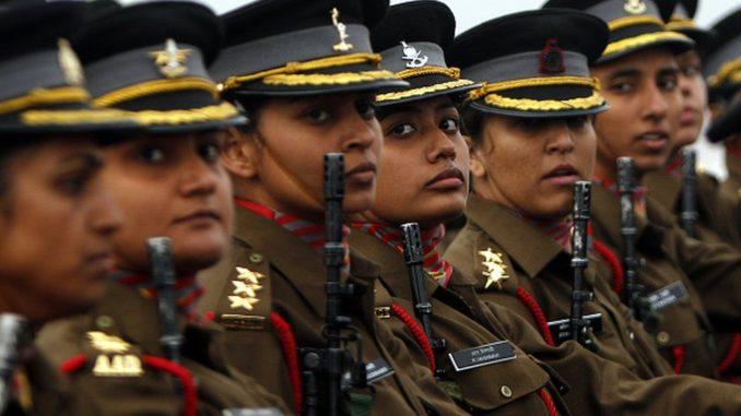 مقاتلات من الجيش الهندي