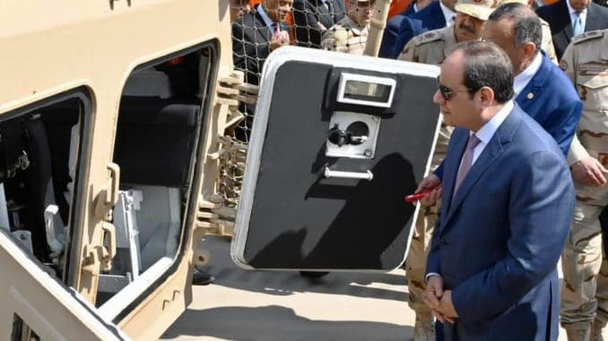 الرئيس المصري يفتتح مصنع ٣٠٠ الحربي